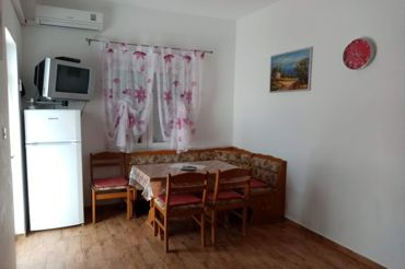 Apartments Peric Marija in Lopar, dining room, kitchen table, air conditioning