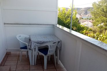 Apartments Peric Marija - Lopar, balcony, table and chairs